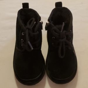 Uggs for toddler girl size 9